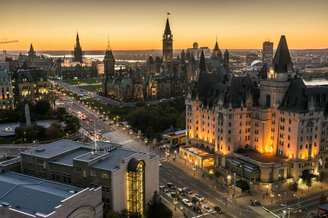 Panoramic-view-of-downtown-Ottawa-with-Parliament-Hill-100913_016-Credit-Ottawa-Tourism title=